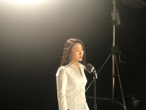 歌手肖洋《赶走寂寞》MV在京拍摄资讯生活
